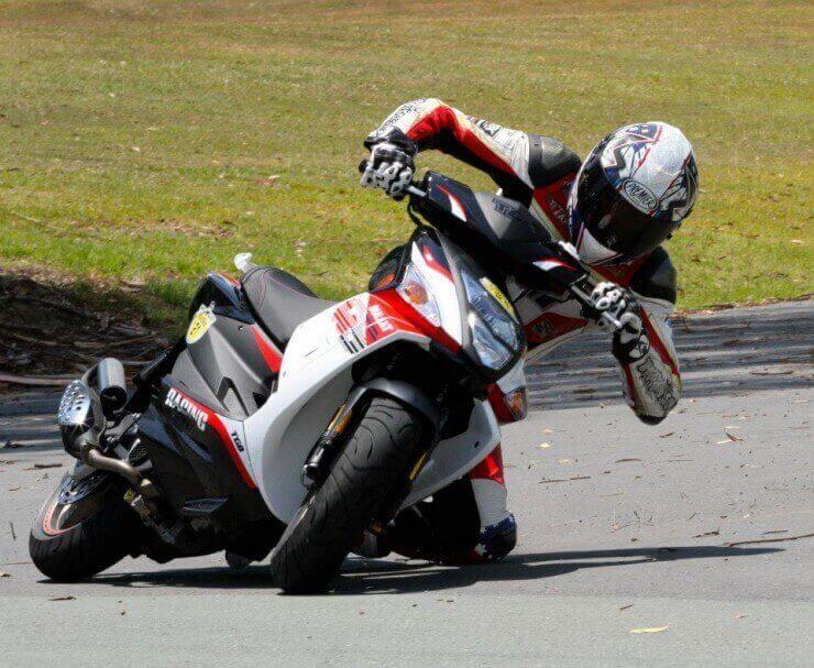 Troy Bayliss zamijenio SBK Ducati za 50 ccm skuter
