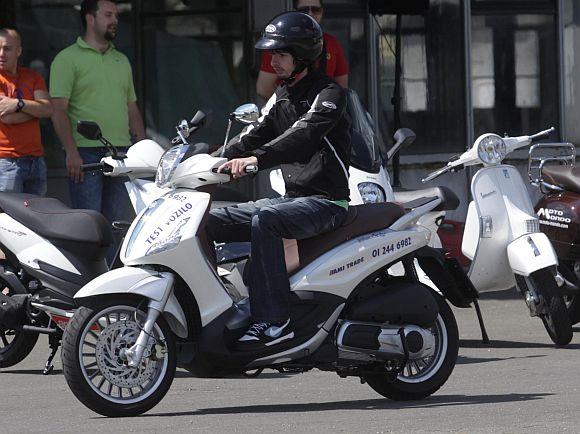 piaggio moto live tour 2